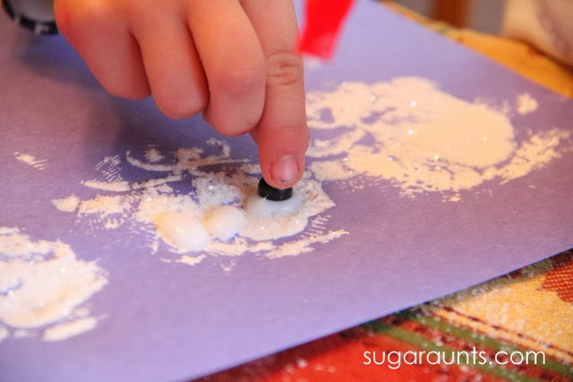 Work on fine motor skills with this glitter paint snowman craft.