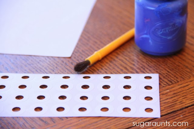 Use hole reinforcement stickers to help kids develop fine motor skills with this cute snowman craft.