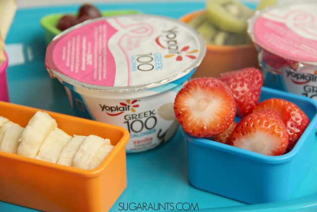 This yogurt parfait snack bar will fill up the kids with wholesome fruit and Greek Yogurt! #SnackandSmile #sponsored
