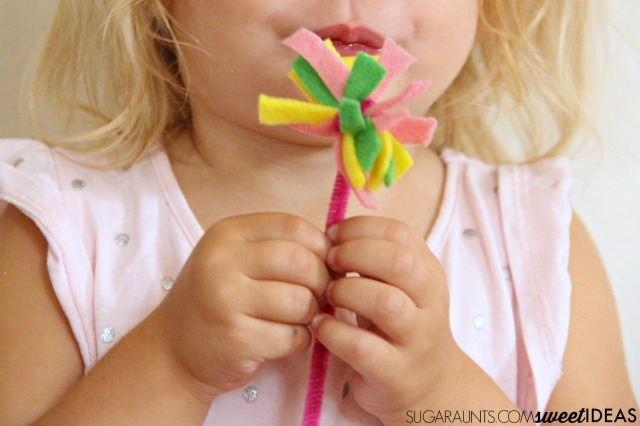 Use felt scraps to make fairy wands for pretend play and imagination activities with kids.