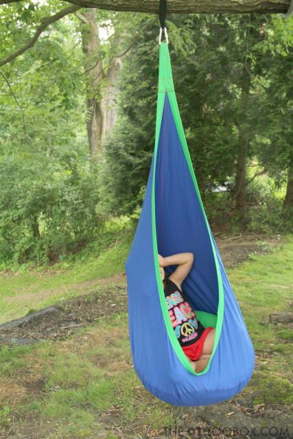 Use this outdoor sensory swing for outdoor calming sensory input in kids with sensory processing needs.