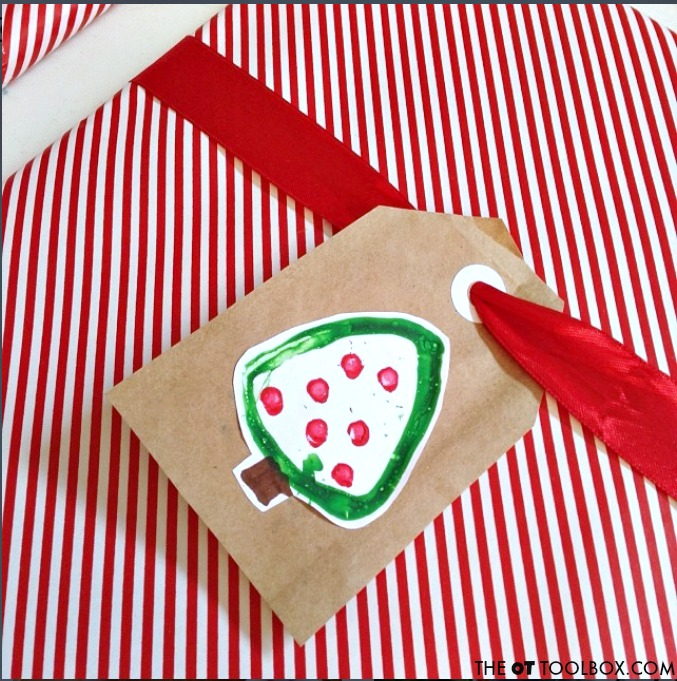 This Christmas craft for preschool kids is easy to make in the preschool classroom and is a fun DIY gift tag or DIY wrapping paper kids can make.