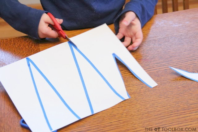 Use this icicle scissor skills craft to help preschoolers work on scissor skills in a fun Christmas activity that preschool aged kids will love!