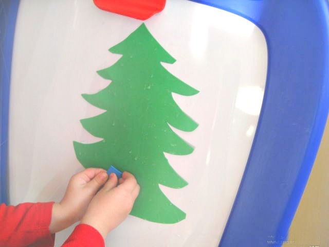 This Christmas activity for preschoolers is a fun way to work on fine motor skills.