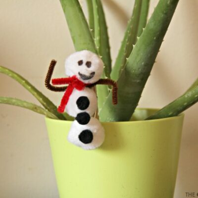 Snowman Craft that Builds Fine Motor Skills